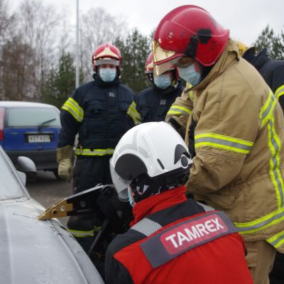 Akkukäyttöiset työkalut yleistyvät pelastuslaitoksilla
