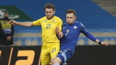 Ruslan Valiullin försöker få stopp på Oleksandr Karavajev.