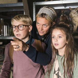 Frank Dorsin, Josephine Bornebusch och Ester Vuori tillsammans under filminspelningen.