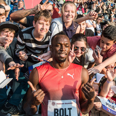 Usain Bolt med fans i Ostrava.