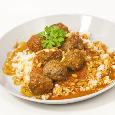Libanesiska köttbullar i tomatsås