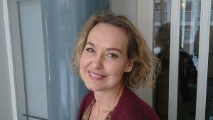 Den åländska mezzosopranen Jenny Carlstedt i närbild inför premiären på operan 'Jää' på Nationaloperan