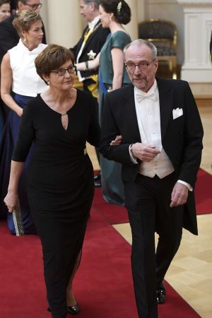 Man och kvinna i svart