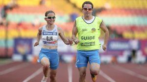 Ronja Oja vinner guld på 100 meter i para-EM.