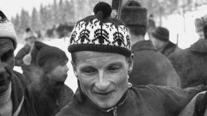 """Hiihtäjä Kalevi Oikarainen (""""Susi Kalle"""")."""