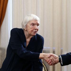 Aleksejeva träffar Vladimir Putin 2014.
