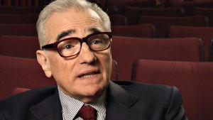 Ohjaaja Martin Scorsese puhuu Ingmar Bergmanista. Kuva dokumenttisarjasta Bergmanin videot.