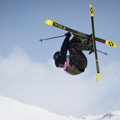 Slopestyle på skidor.