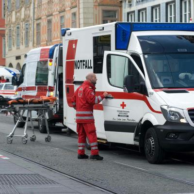 Åtminstone två dog och ett femtiotal skadades när en man körde in med en bil i en folkmassa i Graz i Österrike den 20 juni 2015.