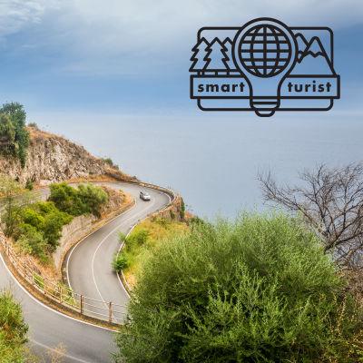 Serpentinväg i Italien