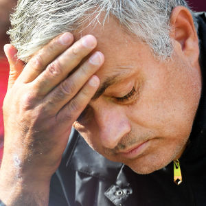 Jose Mourinho ser frustrerad ut.