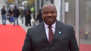 Den 59-årige presidenten Ali Bongo efterträdde sin far som dog år 2009. Far och son har styrt det oljerika landet i ett halvt århundrade