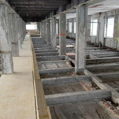 Etelä-Karjalan keskussairaalan A-tornin on purettu sisältä runkoon asti ennen remonttia.
