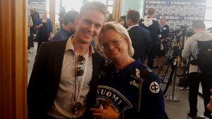 Kevin Lankinen med sin mamma Christa Grönlund.