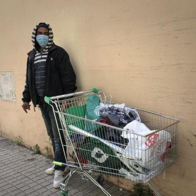 Romunkerääjä Barcelonassa.