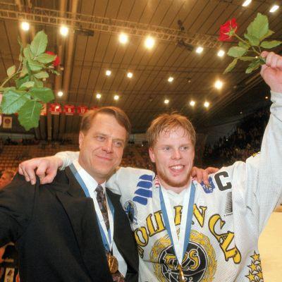 Jukka ja Saku Koivu mestaruustunnelmissa vuonna 1995.