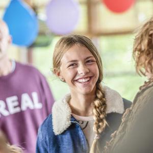 Amanda Lindh som Bianca i dramaserien Bonusfamiljen