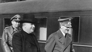 Jozef Tiso och Adolf Hitler i Rastenburg i Ostpreussen eller nordöstra Polen 20.10.1941