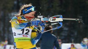 Stina Nilsson skjuter i stående.