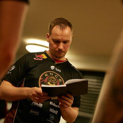 """Slaava """"Twista"""" Räsänen Champions Cup -turnauksessa."""