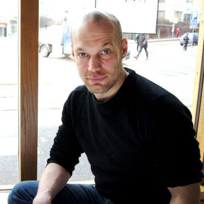 Kulttuuritoimittaja Aleksis Salusjärvi.