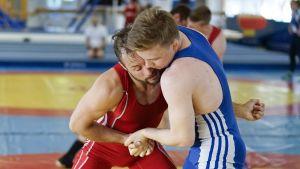Jani Haapamäki (i rött) på träning inför VM.