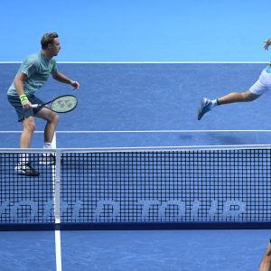 Henri Kontinen och John Peers vid ATP-finalen i London 2018.
