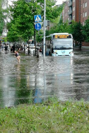 Bussi tulvassa Lahdessa
