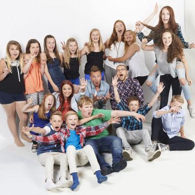 Anna-Karin Siegfrids, Jontti Granbacka och Nuutti Takkainen med alla MGP-artister