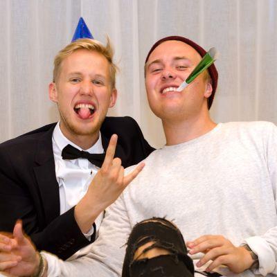 Simon och André hade party.