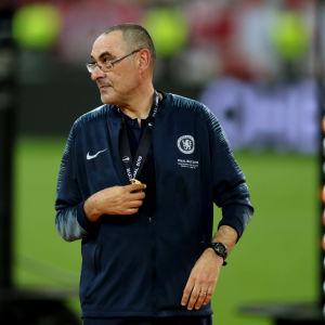 Maurizio Sarri blickar åt sidan.