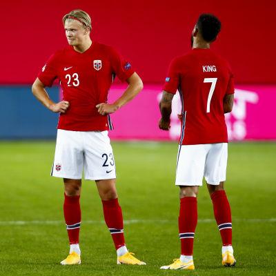 I september åkte Norges Erling Braut Haaland och Joshua King på en 1–2-hemmaförlust mot Marcel Sabitzer Österrike.