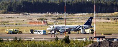 Flyget till Prag från Helsingfors måste evakueras på grund av rök i kabinen på Helsingfors-Vanda flygplats.