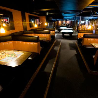 Bar Q -ravintola Imatralla, asiakaspaikkoja sisällä.