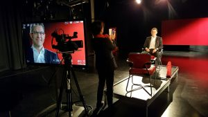 Mika D Rubanowitsch i tv-studion för Rivet ur arkivet