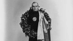 Clas Thunberg efter VM-guldet i Stockholm 1923.