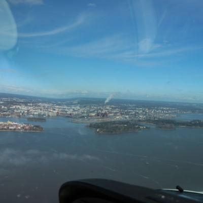 Vy över Helsingfors från luften.