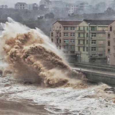 Tyfon slår till mot Kinas östkust.