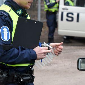 Polisen alkoholtestar bilförare