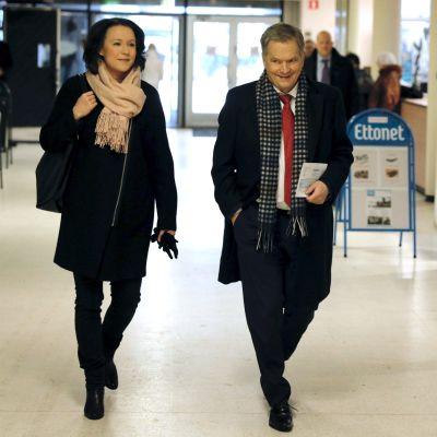 Jenni Haukio och Sauli Niinistö förhandsröstade i presidentvalet.