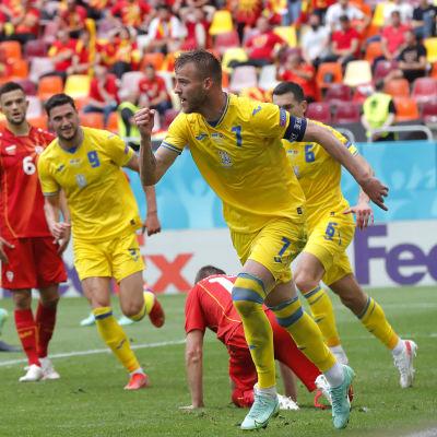 Andrij Jarmolenko firar mål.