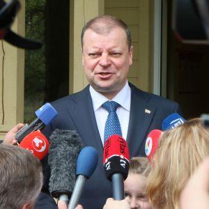 Litauens premiärminister Saulius Skvernelis erkände sig besegrad i presidentvalet och avgår från premiärministerposten.