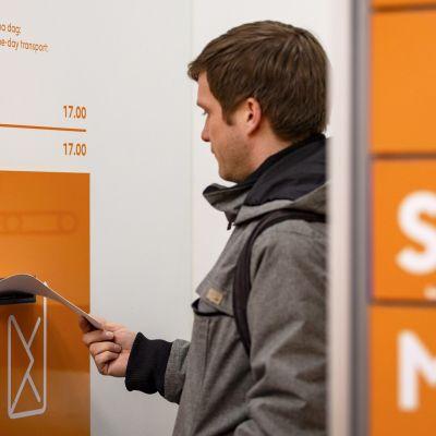 Katoavatko postinkantajat kyläraiteilta ja konttorit kaupungeista –  Miten posti hoitaa julkisen palvelun velvoitteensa tulevaisuudessa