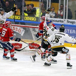 Kärpäts Aleksi Heponiemi har precis avgjort matchen mot HIFK.