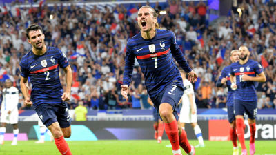 Antoine Griezmann firar mål mot Finland.