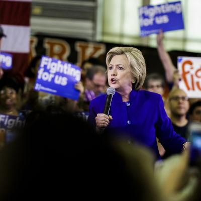 Hillary Clinton under ett kampanjmöte den 1 juni 2016.