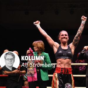 Eva Wahlström sträcker händerna i luften