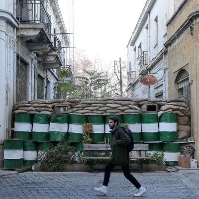 Huvudstaden Nicosia är fortfarande delad av den så kallade gröna linjen som skär genom staden