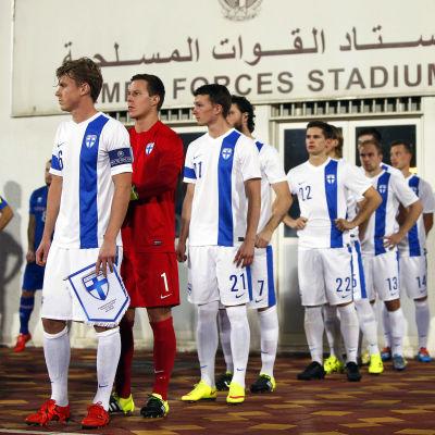 Finlands fotbollslandslag inför matchen mot Island, Abu Dhabi, 13.1.2016.