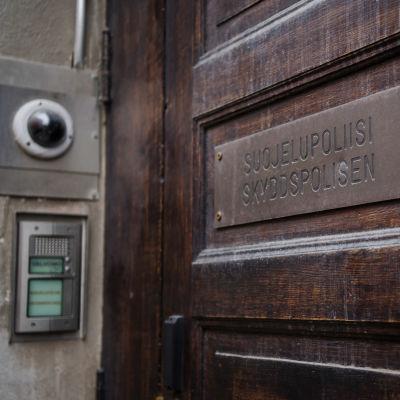 Kuvassa on suojelupoliisin päämaja Helsingin Punavuoressa osoitteessa Ratakatu 12 syyskuussa 2020.